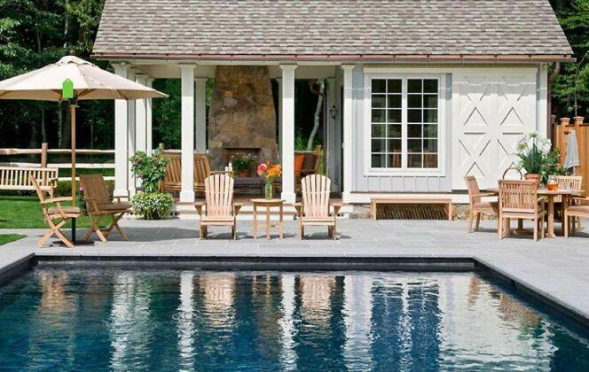 Photo de pool house moderne pour piscine. © Crisp Architects