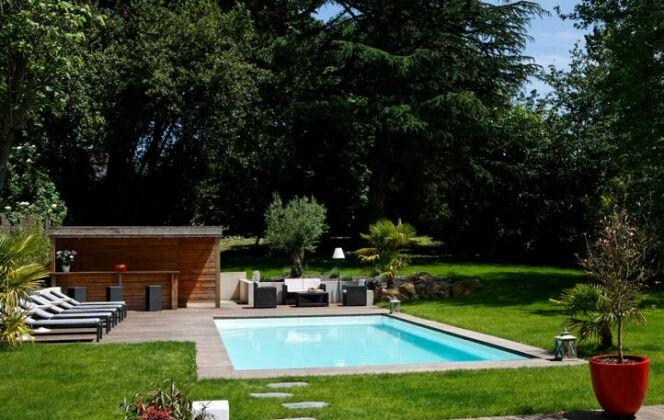 Photos d'aménagement de jardin avec piscine © Caron Piscines