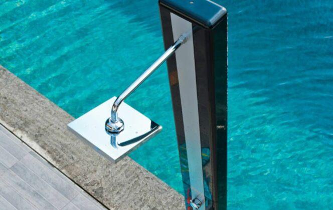 Photos de douches de piscine © Castorama
