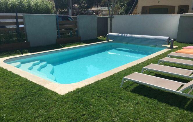 Photos de piscines de taille standard (8x4) © Neptune Piscines