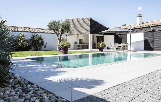 Photos de piscines de taille standard (8x4) © L'Esprit Piscine - Photographe Fred Pieau - Architecte ABP Architectes