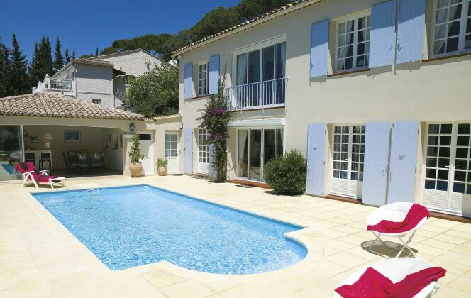 Photos de piscines de taille standard (8x4) © Piscines Desjoyaux