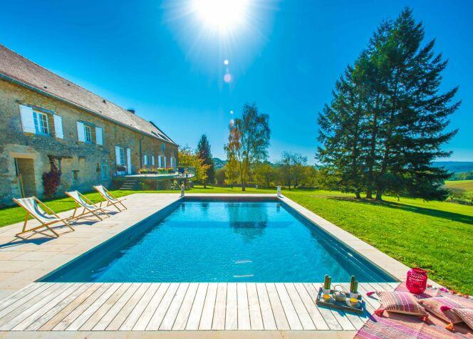 Photos de terrasses de piscine© Aquilus Piscines et Spas