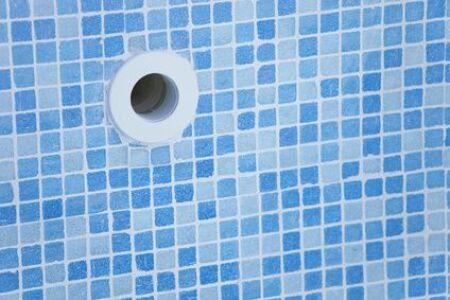 """Pièces à sceller pour piscine<span class=""""normal italic petit"""">© Fotolia</span>"""