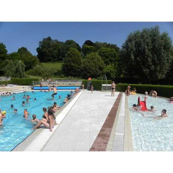 Ouverture piscine vid o couverture piscine forme libre for Tarif couverture piscine