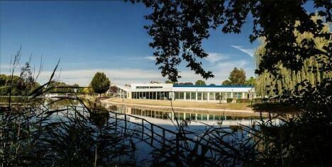 "La piscine municipale à Briare<span class=""normal italic petit"">DR</span>"