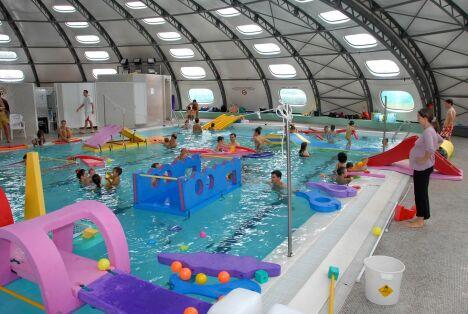 """La piscine à Cagnes sur Mer propose des activités pour les enfants<span class=""""normal italic"""">DR</span>"""