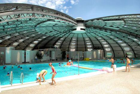 """En été, la piscine des Canebiers  se découvre !<span class=""""normal italic petit"""">DR</span>"""