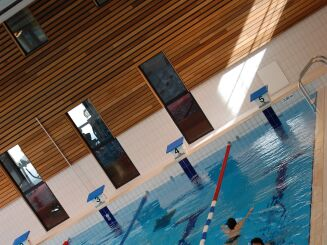 Piscine à Chartres de Bretagne : le grand bassin sportif