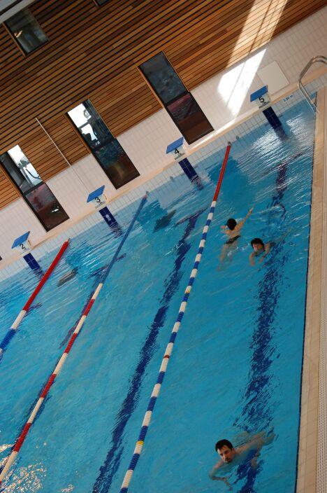 "Piscine à Chartres de Bretagne : le grand bassin sportif<span class=""normal italic"">DR</span>"
