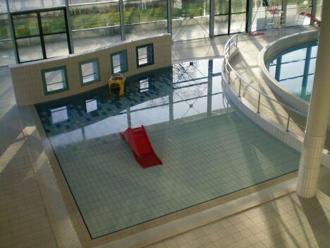 """La piscine à Chartres de Bretagne est adaptée pour accueillir des enfants<span class=""""normal italic"""">DR</span>"""