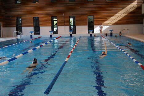 """Envie de faire quelques longueurs ?  La piscine de la Conterie à Chartres de Bretagne est équipée de couloirs de nage, pour vous accueillir dans les meilleures conditions.<span class=""""normal italic"""">DR</span>"""