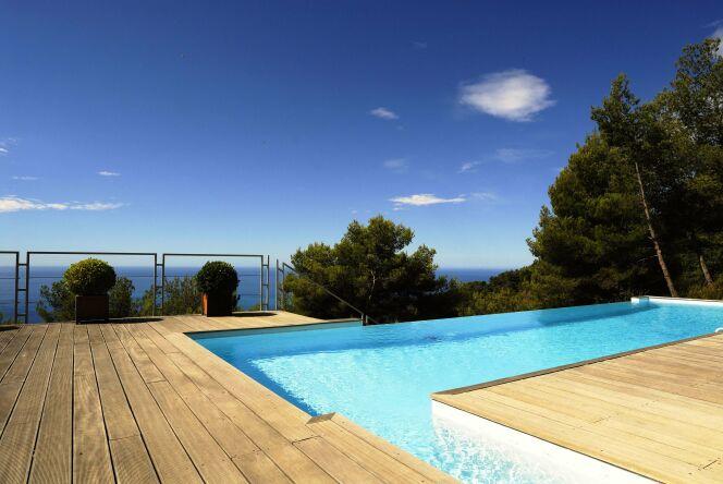 piscines d bordement avec vue d gag e sur mer ou montagne piscine d bordement photo 6. Black Bedroom Furniture Sets. Home Design Ideas