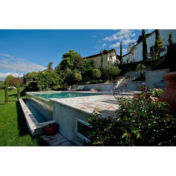 piscine d bordement carr bleu. Black Bedroom Furniture Sets. Home Design Ideas