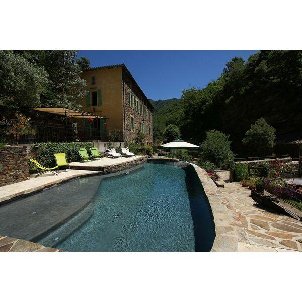 piscine d bordement avec plage immerg e diffazur piscines piscine enterr e diffazur piscines. Black Bedroom Furniture Sets. Home Design Ideas