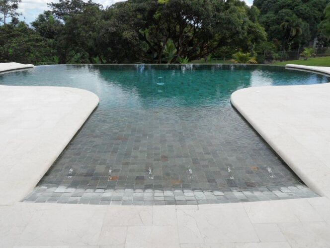 Reportage photos piscines d bordement diaporama for Piscine a debordement technique