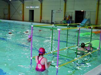 Piscine à Deville les Rouen : le bassin de 25 m est adapté à la fois à la nage et aux activités.