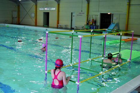"""Piscine à Deville les Rouen : le bassin de 25 m est adapté à la fois à la nage et aux activités.<span class=""""normal italic petit"""">DR</span>"""