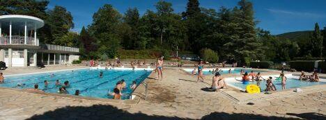 """Les deux bassins de la piscine à Dieulefit<span class=""""normal italic petit"""">DR</span>"""