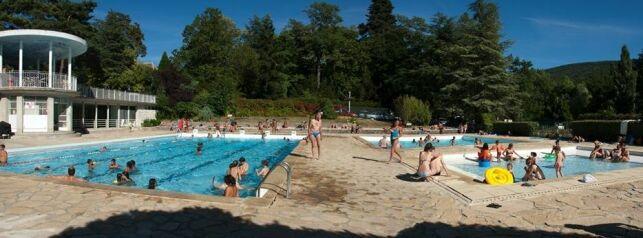 Les deux bassins de la piscine à Dieulefit