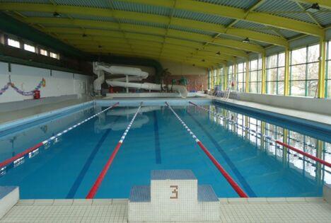 "Piscine à Ecuires  <span class=""normal italic"">DR</span>"