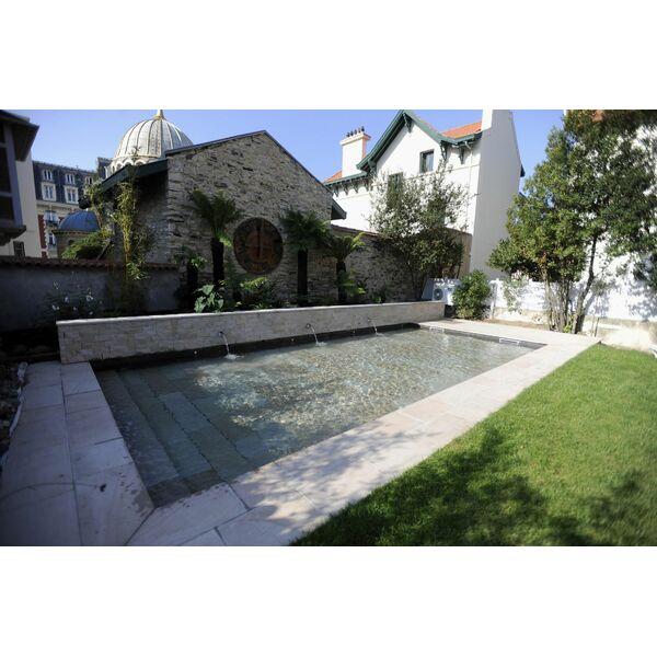 piscine fond mobile carr bleu. Black Bedroom Furniture Sets. Home Design Ideas