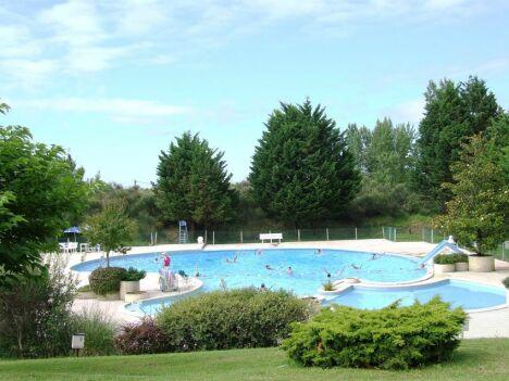 Montpezat de Quercy : la piscine d'été