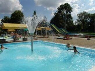 Le complexe aquatique des Jardins de l'Etang à Noidans le Ferroux