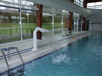 Le jet d'eau de la piscine à Solesmes