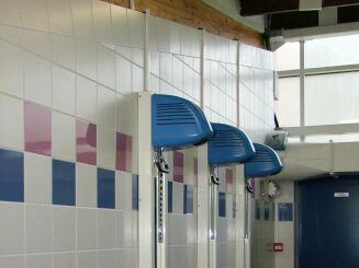 Les sèches cheveux de la piscine de Solesmes