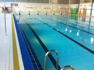 Le bassin sportif de la piscine à Velizy Villacoublay