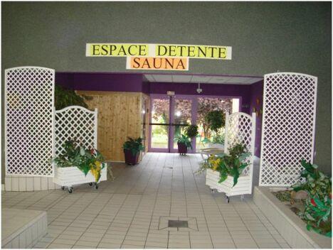 """La piscine à Villers Bocage propose un espace détente avec un sauna.<span class=""""normal italic"""">DR</span>"""