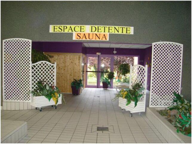 La piscine à Villers Bocage propose un espace détente avec un sauna.
