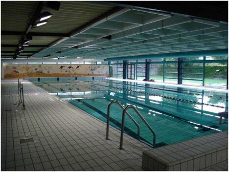 """Piscine à Villers Bocage : le bassin de 25m.<span class=""""normal italic petit"""">DR</span>"""