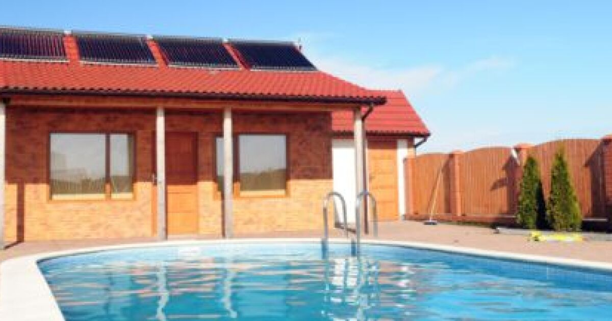 une piscine l nergie solaire une alternative. Black Bedroom Furniture Sets. Home Design Ideas
