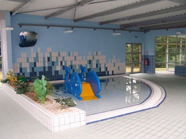 Piscine Aqua'Mauges à Beaupreau : la pataugeoire avec des jeux aquatiques pour les enfants.