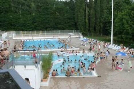 "Piscine Aquagliss : les bassins extérieurs<span class=""normal italic petit"">DR</span>"
