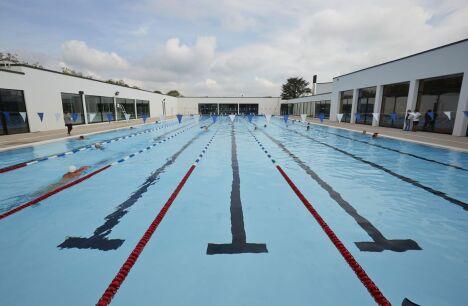 """Piscine Aqualun à Lunéville : le bassin extérieur<span class=""""normal italic petit"""">DR</span>"""