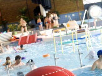La piscine Aquapaq de Kergoaler à Quimperlé est équipée de jeux d'eau