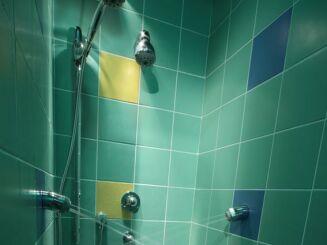 Les douches à jets du centre aquatique de Quimperlé