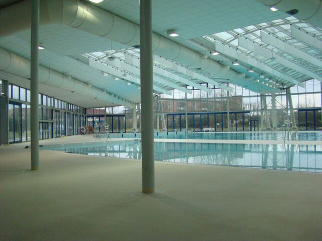 L'espace couvert de la piscine Aquasud à Agen.