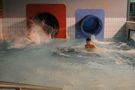 Piscine Aquatis à Fougères : les toboggans
