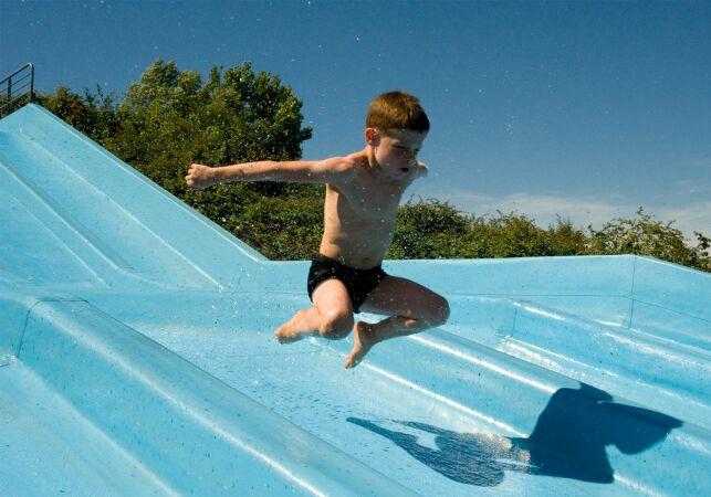 Une petit descente à toboggan à la piscine l'Archipel dans l'Ain ?