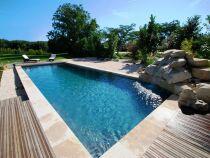 La piscine aspect bois : l'apparence du bois sans ses inconvénients