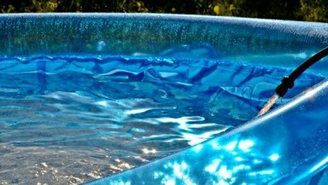 """Une piscine autoportante est une piscine qui se soutient toute seule grâce à l'eau.<span class=""""normal italic petit"""">© TAnutka - Thinkstock</span>"""