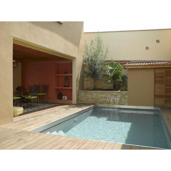 piscine avec lame d 39 eau carr bleu. Black Bedroom Furniture Sets. Home Design Ideas