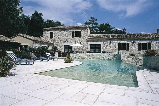 Escaliers de piscine et plages immerg es piscine forme libre avec plage imm - Piscine avec plage immergee ...