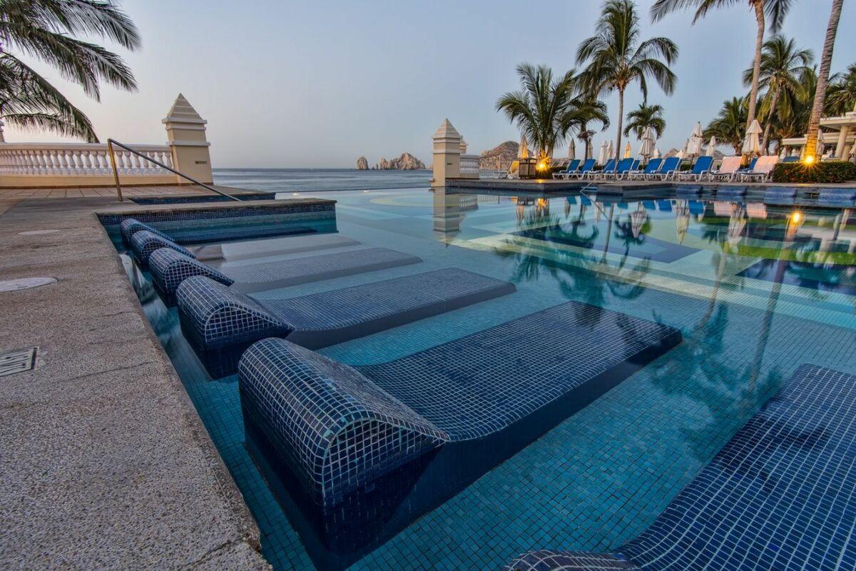 Piscine Beton Avec Plage Immergée piscine avec plage immergée : quel prix ? - guide-piscine.fr