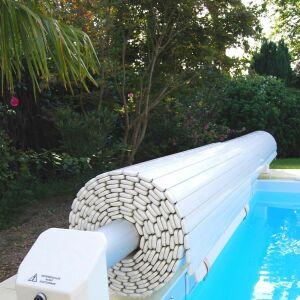 Le volet pour piscine d bordement une protection for Prix piscine coque avec volet immerge
