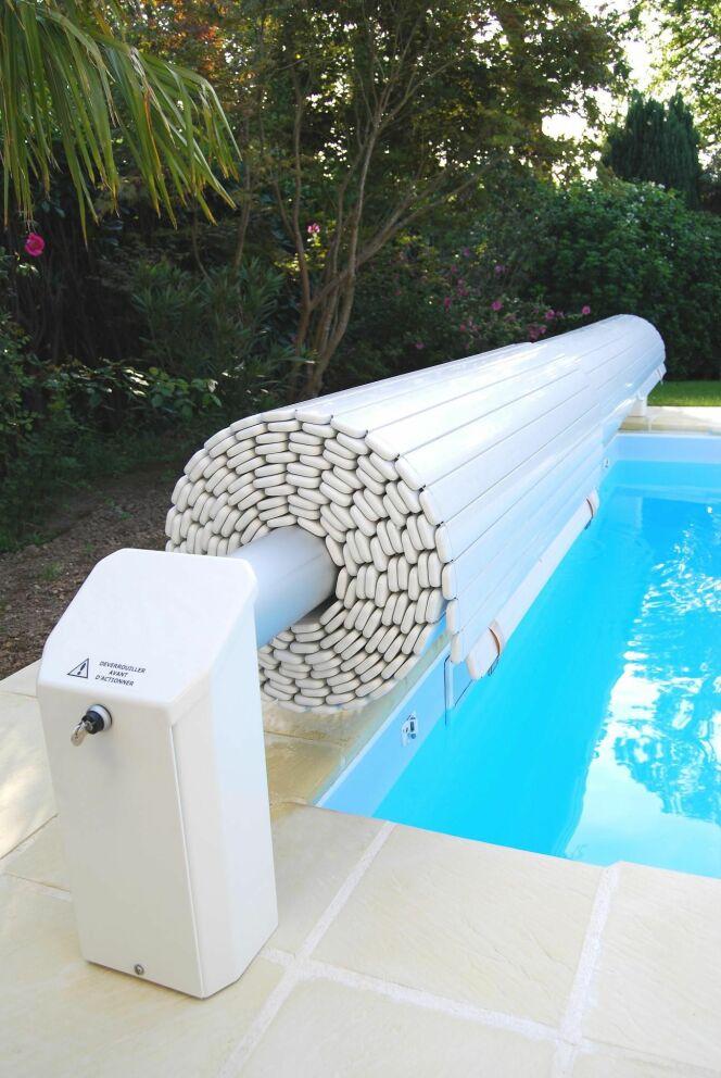 Volets de piscine toutes les photos piscine avec volet for Volet roulant immerge pour piscine
